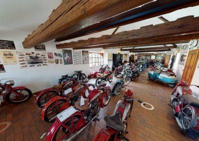 Muzeum motocyklů a automobilová galerie